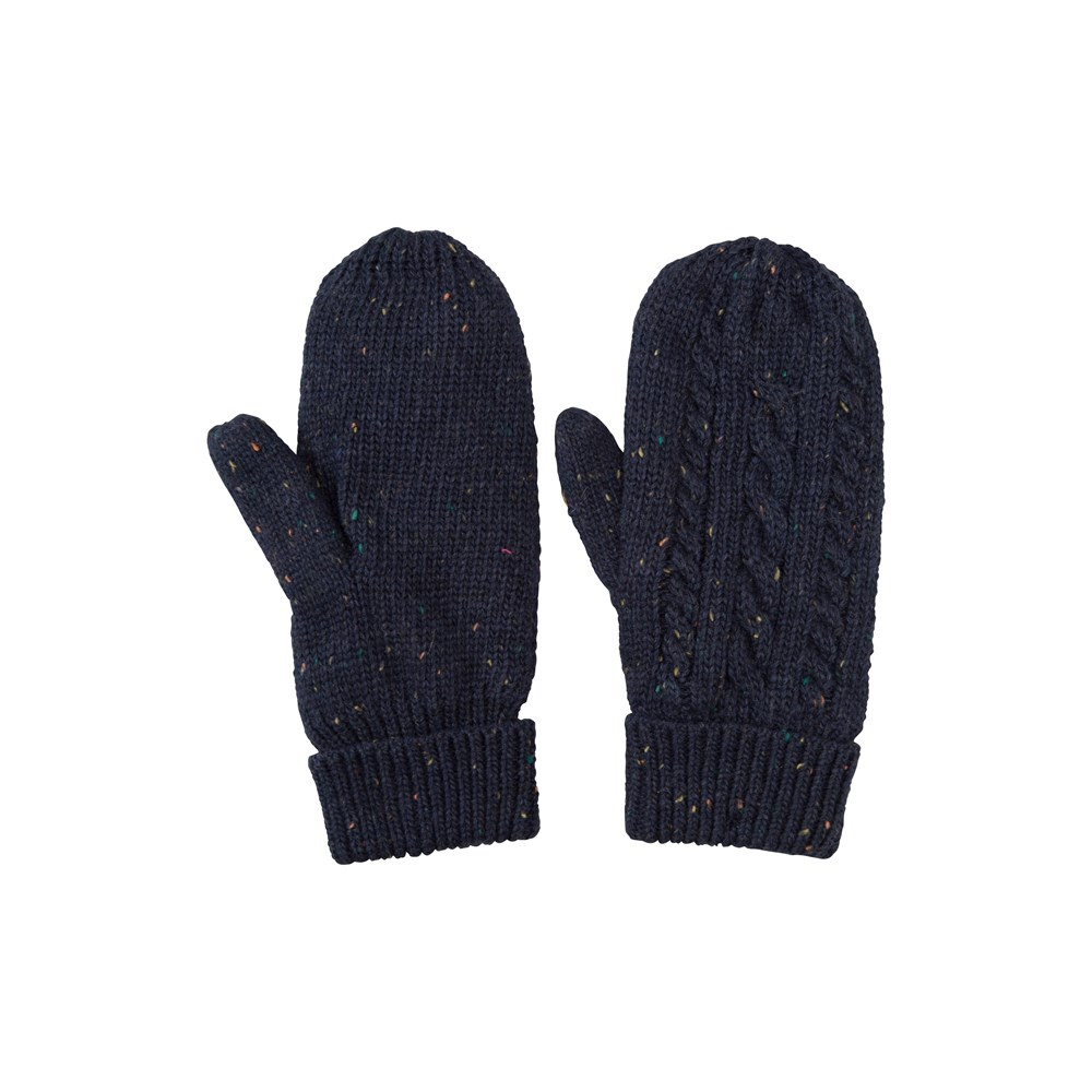 Selecting women's cold weather mittens. Traditional designs focus on the rounded, closed patterns that are great for ski trips. If you're a social media user, fingerless choices keep your digits in the open to make those important posts.